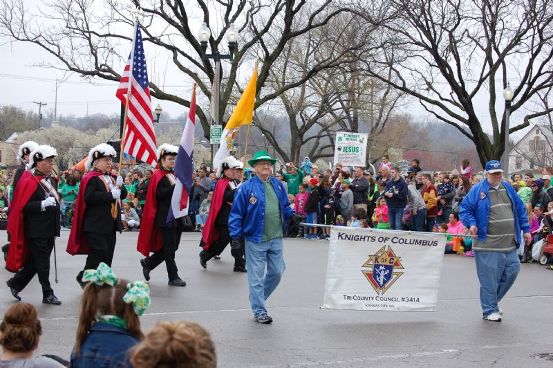 festival snake saturday parade - 800×532